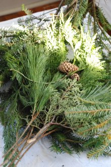 Christmas Craft Ideas: Greenery to Make a Wreath Alternative