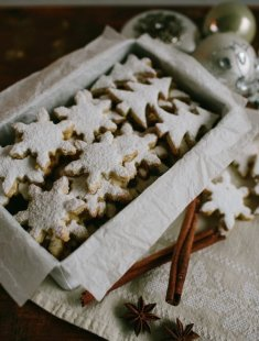 christmas-food-gifts-baked-cookies-to-cool-and-sprinkle-with-powdered-sugar