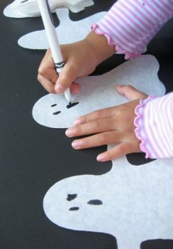 Last minute Halloween craft: paper ghost garland tutorial at Skip to My Lou